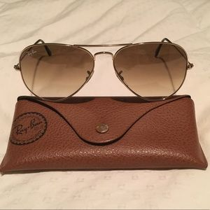 Classic Ray-Ban Aviator Sunglasses